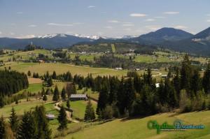 View-over-Tihuta-Pass