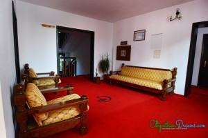 dracula-s-castle-salon